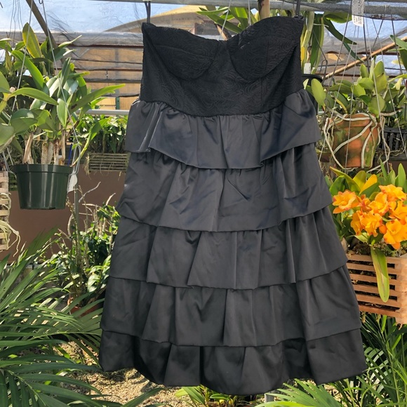 Charlotte Russe Dresses & Skirts - Charlotte Russe sleeveless black dress